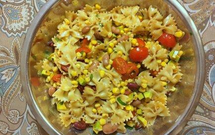 Makaroni ar kukurūzu un avokado