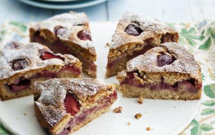Ātra un vienkārša zemeņu kūkas recepte