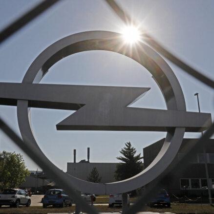 Pusvadītāju deficīta dēļ 'Opel' līdz 2022. gada sākumam slēgs rūpnīcu Vācijā