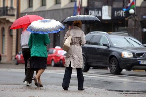 Šonedēļ Latvijā kļūs vēsāks, biežāk līs