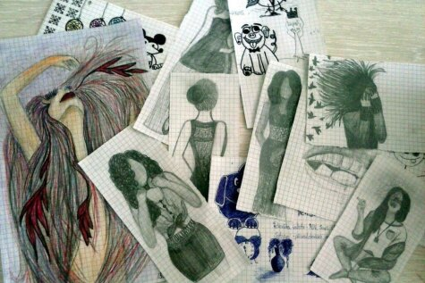 Lieliski un mazāk lieliski mākslas darbi skolēnu kladēs