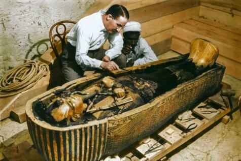 Tutanhamona kapeņu atvēršana – tagad krāsainās bildēs