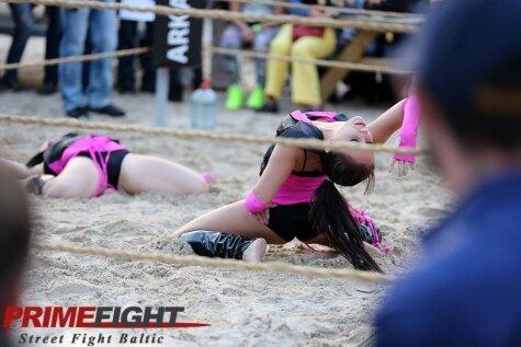 MMA cīkstoņi sezonu noslēdz pludmalē
