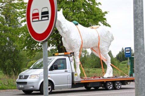 По Латвии коня водили. Как 4-метровый