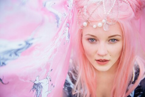 Latviešu modes burvība: fejas un dabas maģija