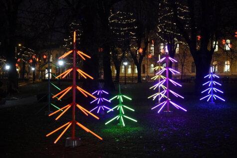 В Риге выросли безумные рождественские ёлочки (единственные в Европе!)
