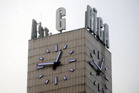 Предрождественская загадка: Кто украл три буквы с привокзальных часов?