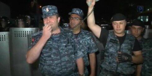 Erevānā turpinās protesti pret ķīlnieku krīzi
