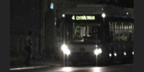 Kontrolieri aptur transportu neatļautā vietā