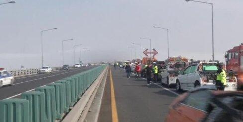 Dienvidkorejā un Ķīnā miglas dēļ milzīgas autoavārijas