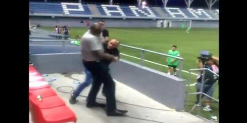 Kostarikas futbola izlases treneris izraisa kautiņu
