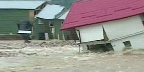 Rumāniju pārsteidz pamatīgi plūdi