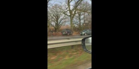 Jaunolainē avarē vairākas automašīnas