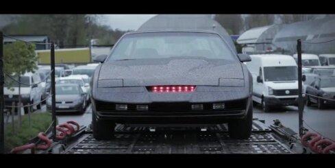 'Kurbads' transportē 'Knight Rider' auto KITT