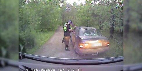 Rīgā policija aiztur pārīti ar pneimatiskajiem un gāzes ieročiem