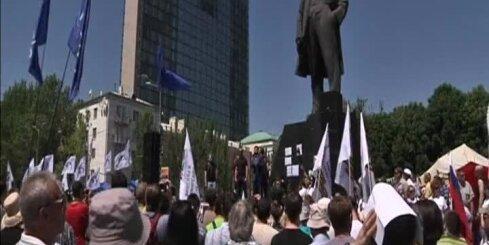 Austrumukrainā notiek prokrievisko aktīvistu mītiņi pret prezidenta vēlēšanām