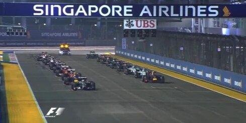 Hamiltons ar uzvaru Singapūrā kļūst par F-1 čempionāta līderi