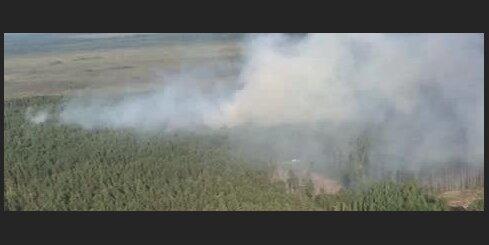 NBS helikopters turpina piedalīties Valdgales pagasta ugunsgrēka dzēšanā