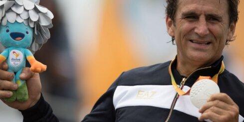Autosporta zvaigzne Dzanardi ieguvis trešo paralimpisko zeltu karjerā