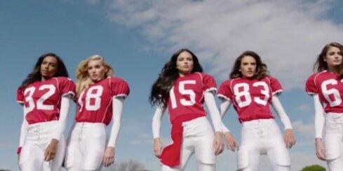 'Victoria's Secret' eņģeļi spēlē amerikāņu futbolu