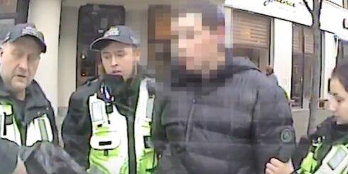 Rīgas pašvaldības policisti aiztur veikalu apzadzēju