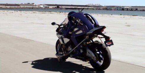 'Yamaha' radījusi robotu - motociklistu