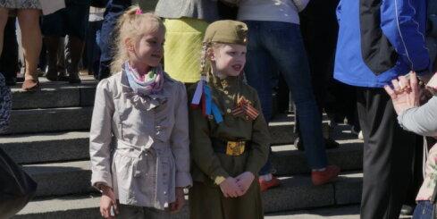 Tūkstošiem cilvēku Rīgā piemin Otrā pasaules kara upurus
