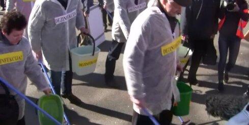 Antifašistu protesta akcija pie Brīvības pieminekļa