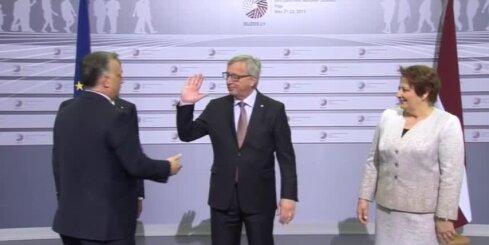 Junkers Ungārijas premjeru Rīgā uzņem ar vārdiem 'sveiks, diktator'