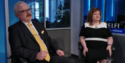 'Delfi TV ar Jāni Domburu': Ušakovs lēnām tuvojas patiesībai par okupāciju, vērtē Levits