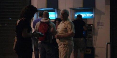 Grieķijā pie bankomātiem veidojas rindas; 'Alpha bank' ierobežo darbību
