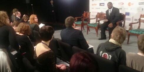 Stīvs Makvīns preses konferencē