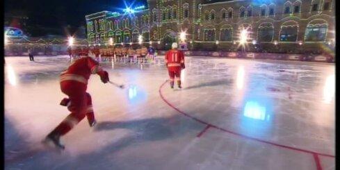 Putins spēlē hokeju