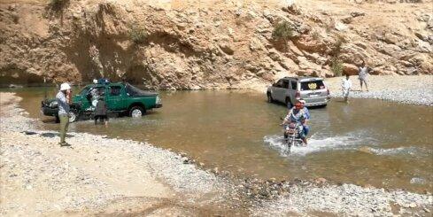 Motocikli Dājkondī provincē šķērso upi