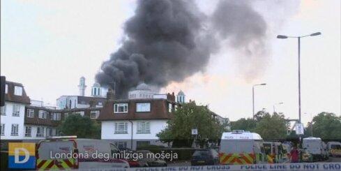 Londonā deg milzīga mošeja