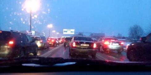 Krasta ielā Rīgā avarē vairākas automašīnas