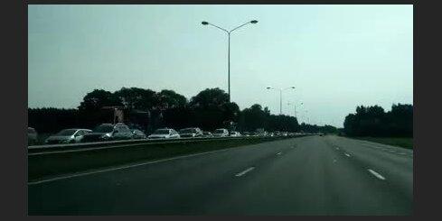 Izveidojies ievērojams sastrēgums uz Jūrmalas šosejas