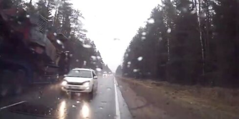 Autovadītājs bez smadzenēm uz Ventspils šosejas
