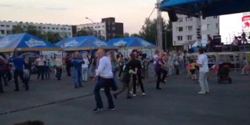 Latvijas hokeja fani dejo Minskā