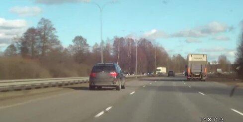 19 gadus veca autovadītāja pa Jūrmalas šoseju traucas ar ātrumu - 154 kilometri stundā