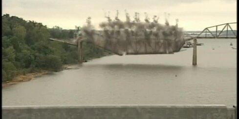 ASV uzspridzina senu tiltu