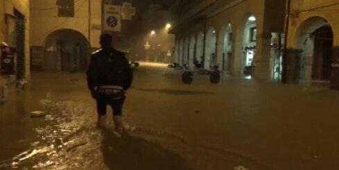 Itālijā turpinās postoši plūdi