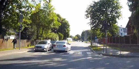 Pārgalvīgs 'BMW' vadītājs Pārdaugavā