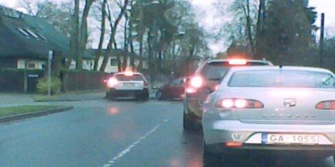 Muļķīga autoavārija Cēres ielā