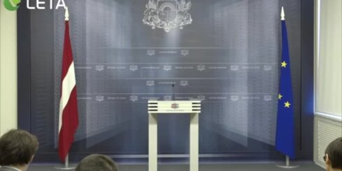 Gaidībās esošā ministre Čakša ar premjeru vienojusies strādāt pilnu laiku