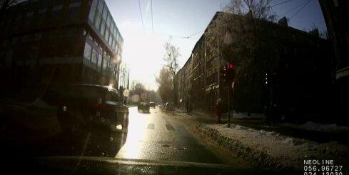 Steidzīgi autovadītāji neievēro CSN