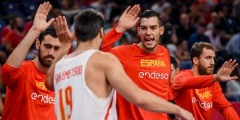 Video: Serbi nepārliecinoši pieveic Ungāriju; Spānija aizsūta 'mājās' Turciju