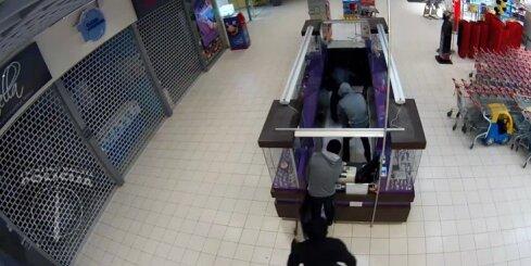 Likumsargi veikalā Rīgā notver sešu noziedznieku grupu
