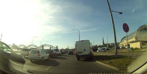 Igauņi, kuriem Rīgā apnika stāvēt sastrēgumā