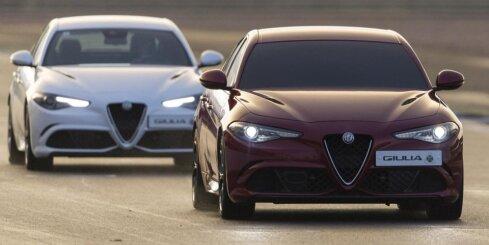 Ar aizsietām acīm autosportists ar 'Alfa Romeo' uzstāda trases rekordu
